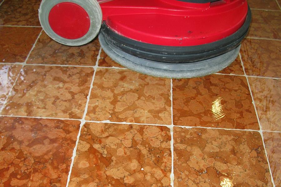 leštění podlahy